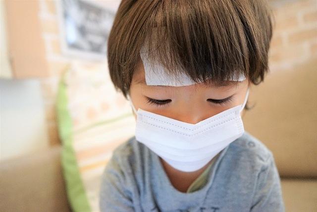 夏風邪をひいた子供のイメージ画像です