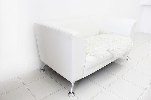 白いソファーの画像です