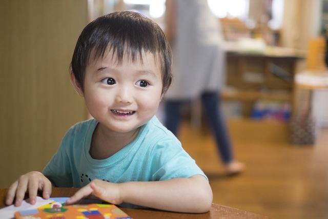子どもの笑顔の画像です