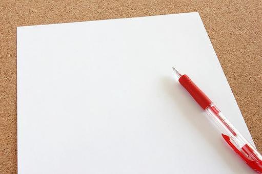 紙とペンの画像です